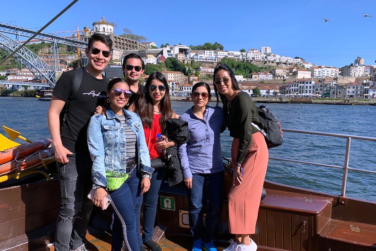 2 / 9 - Alumnos de la Universidad Anáhuac Xalapa viajaron a España para realizar Estudios en Alta Dirección