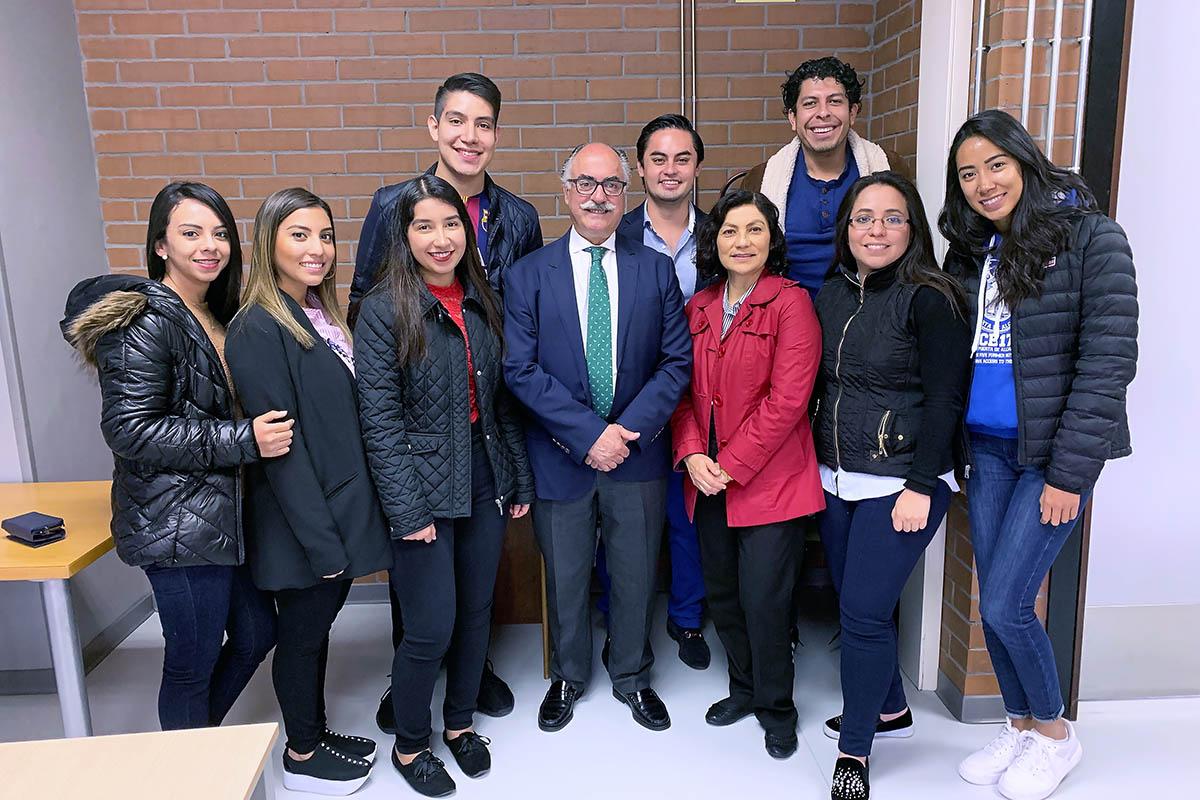 4 / 9 - Alumnos de la Universidad Anáhuac Xalapa viajaron a España para realizar Estudios en Alta Dirección