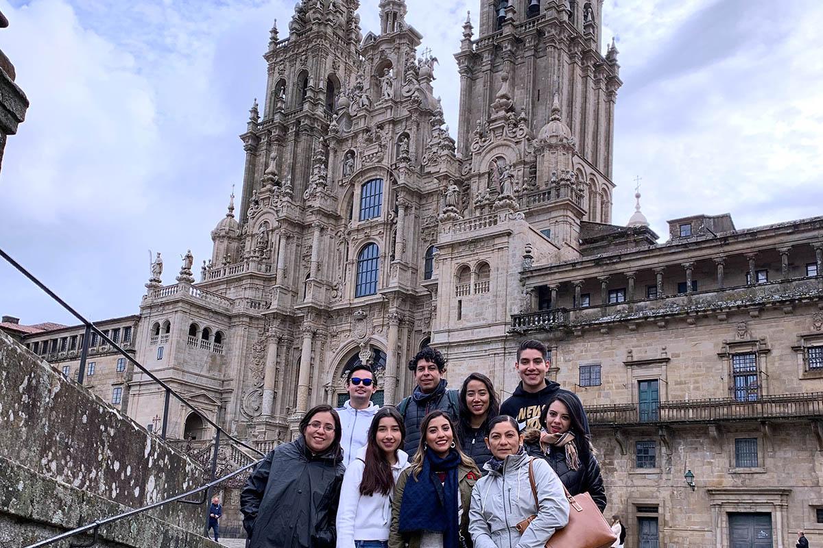 5 / 9 - Alumnos de la Universidad Anáhuac Xalapa viajaron a España para realizar Estudios en Alta Dirección