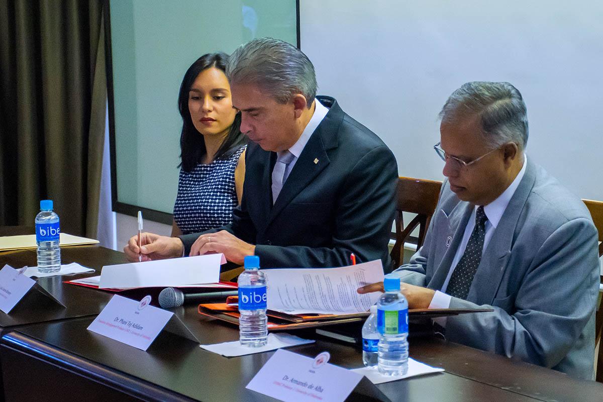 4 / 8 - Dr. Luis Linares Romero y Dr. Phani Tej Adidam.