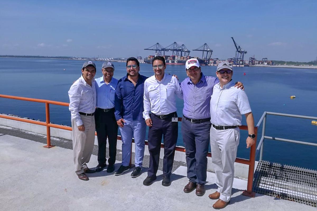 7 / 8 - Contingente del UNOCBA en visita al Puerto de Veracruz.
