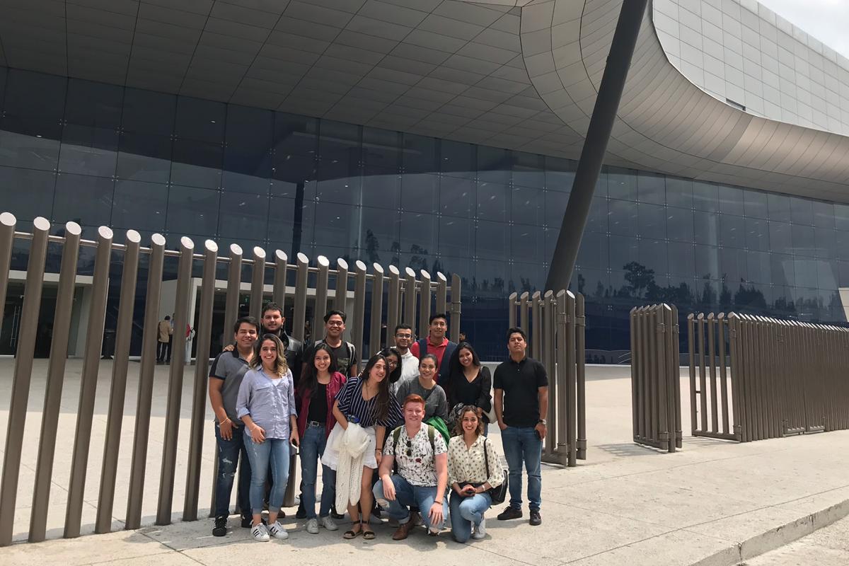 Alumnos de Mercadotecnia asisten a IAB Conecta en Santa Fe, CDMX