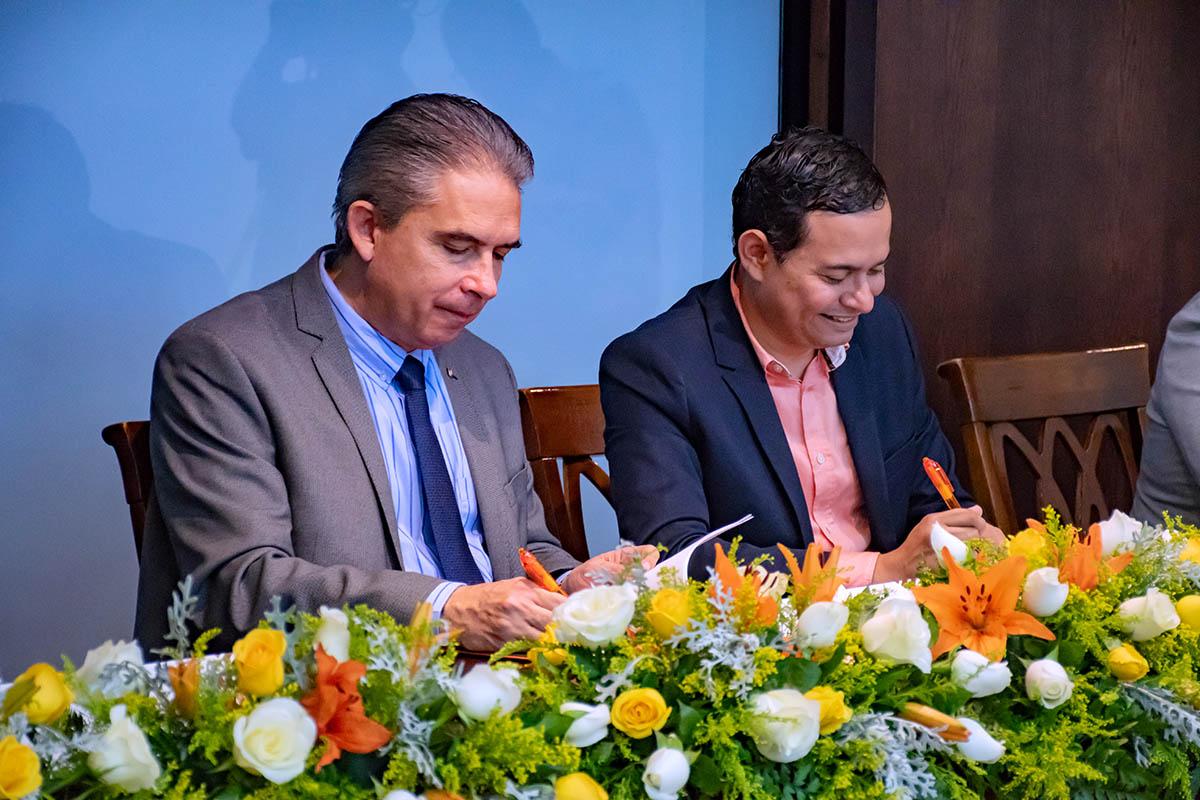 2 / 6 - Dr. Luis Linares Romero y Mtro. Víctor Hugo Cisneros Hernández.