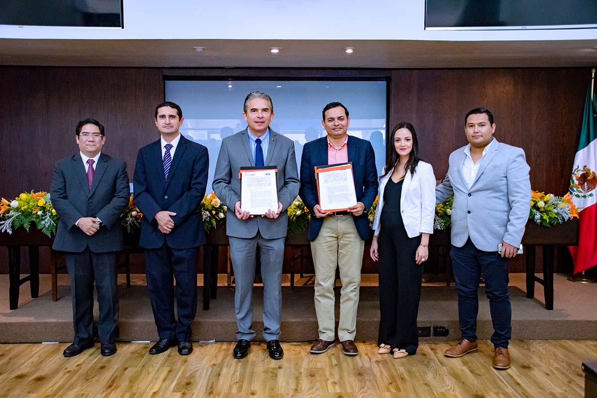 4 / 6 - Autoridades de la Universidad y de RTV.