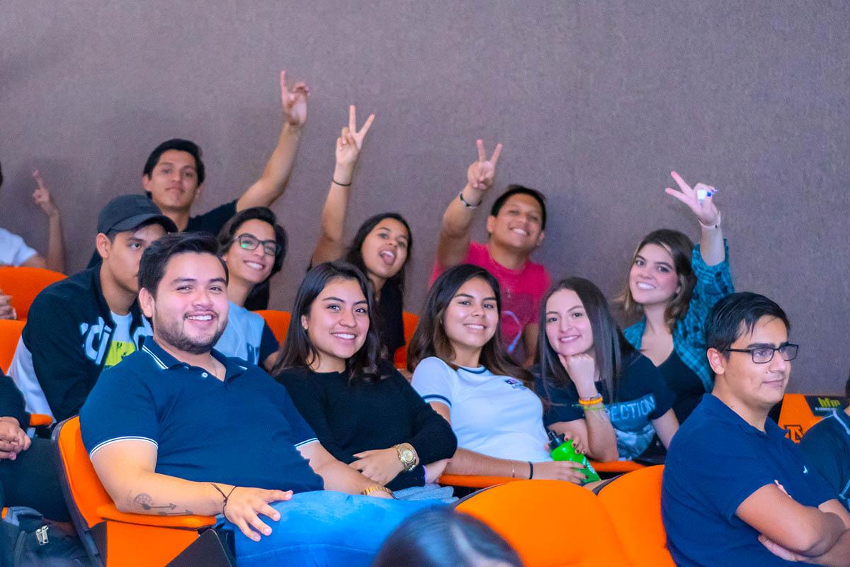1 / 5 - La Escuela de Comunicación y Dirección de Empresas de Entretenimiento inicia la Serie «Plática con un Experto» con la presencia de Javier Brocado