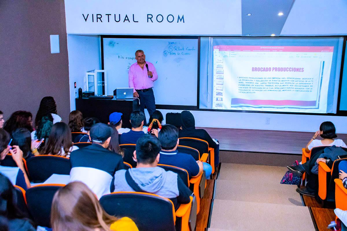 4 / 5 - La Escuela de Comunicación y Dirección de Empresas de Entretenimiento inicia la Serie «Plática con un Experto» con la presencia de Javier Brocado