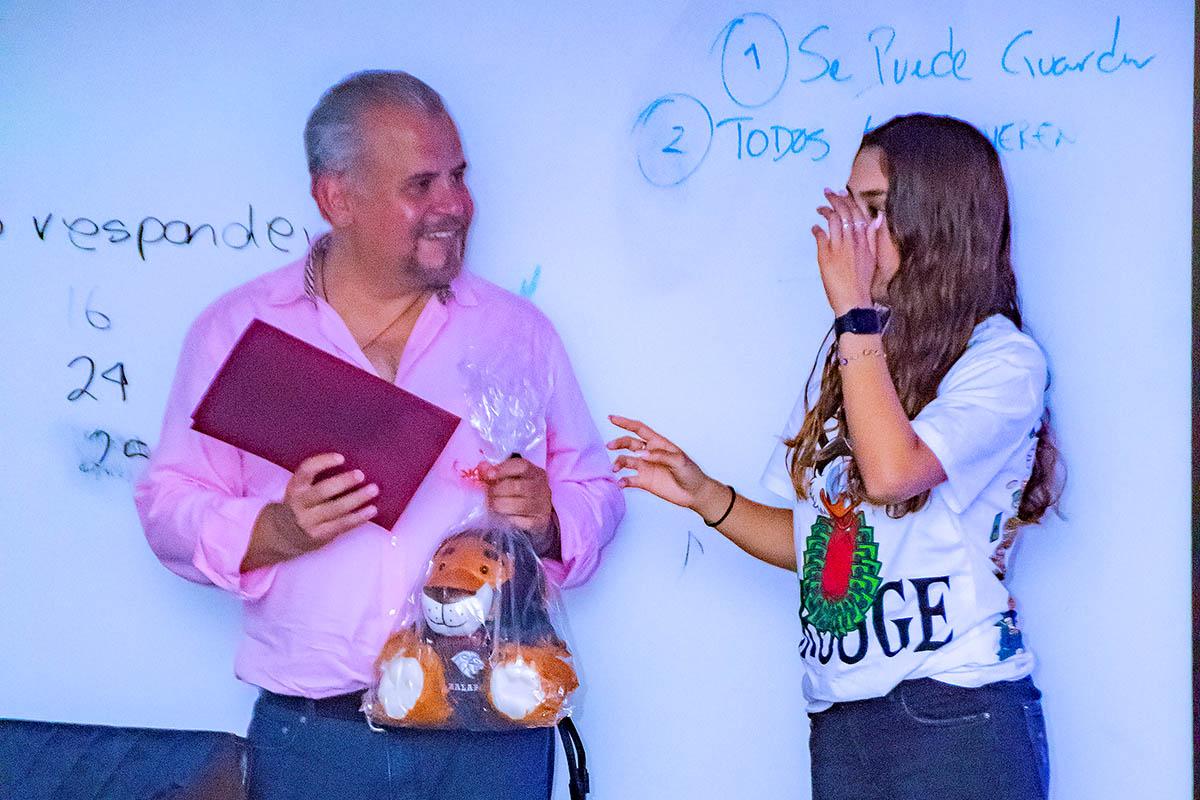 5 / 5 - La Escuela de Comunicación y Dirección de Empresas de Entretenimiento inicia la Serie «Plática con un Experto» con la presencia de Javier Brocado