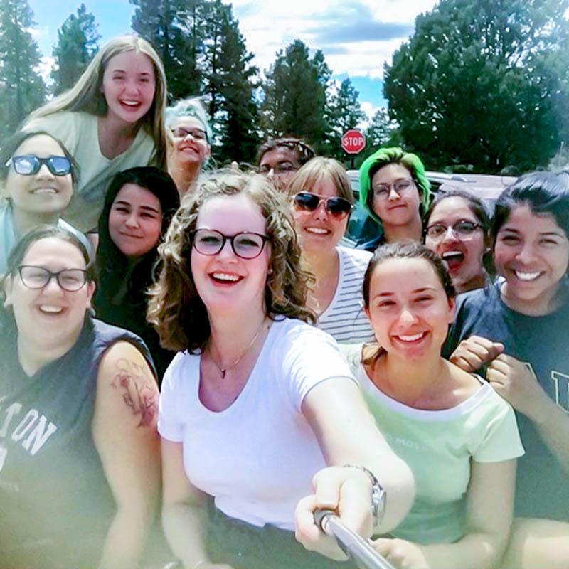 1 / 4 - Estudiante de Psicología participa en el Programa de Campamentos de Verano 2019