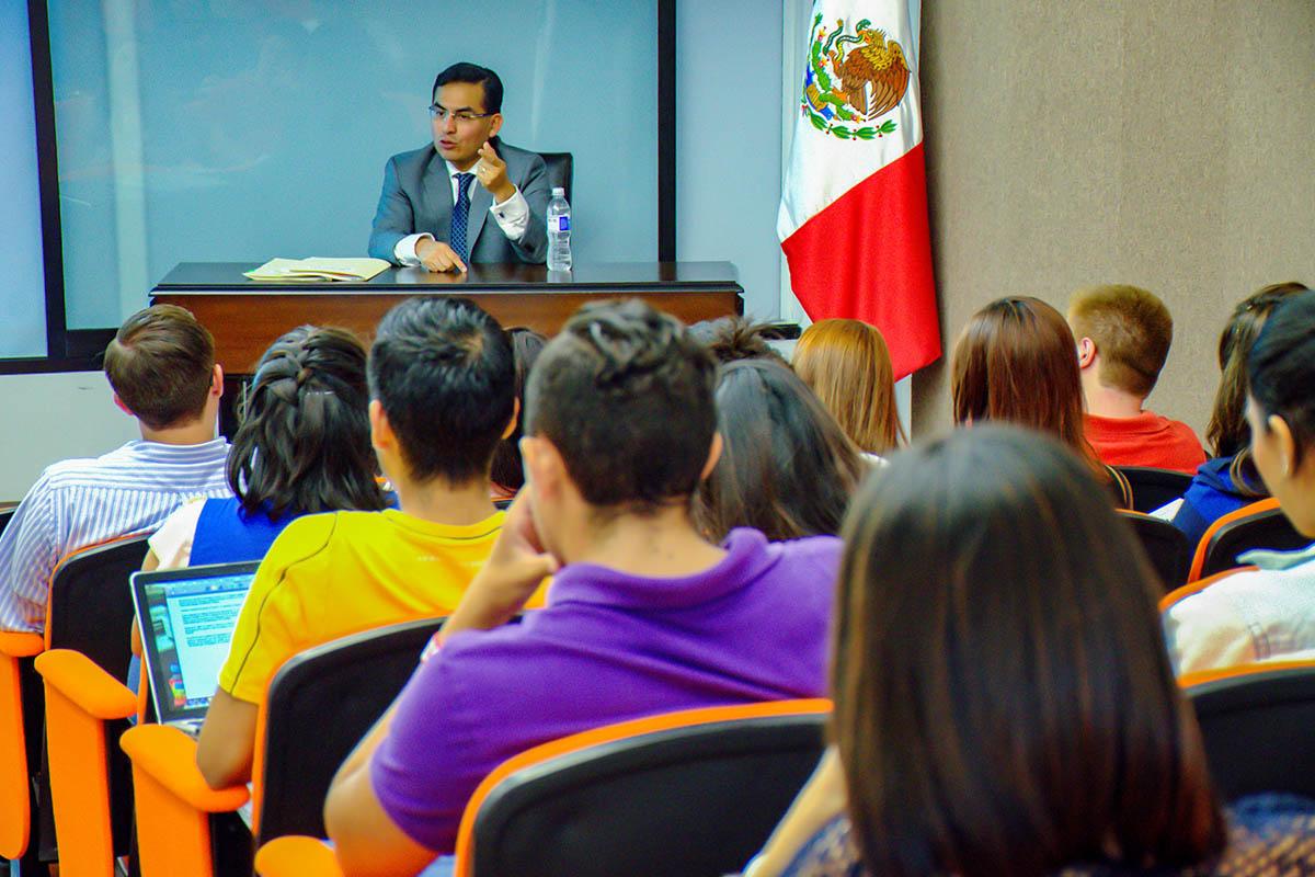25 / 25 - Licenciatura en Derecho