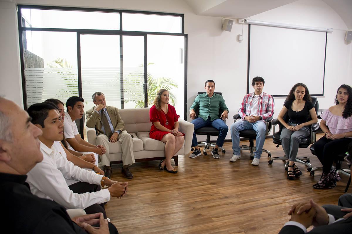 2 / 5 - Entrega de Acta a Presidenta Electa FESAL