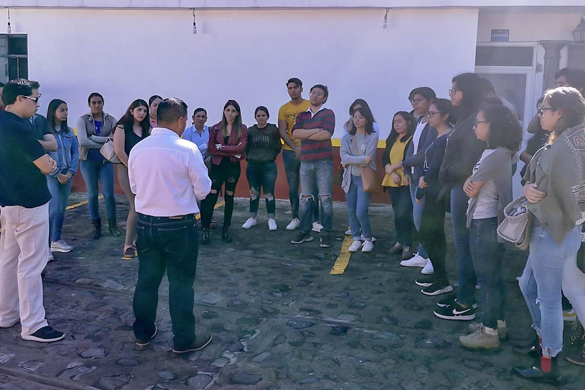 2 / 4 - Alumnos realizan Visita Empresarial a Mole Xiqueño