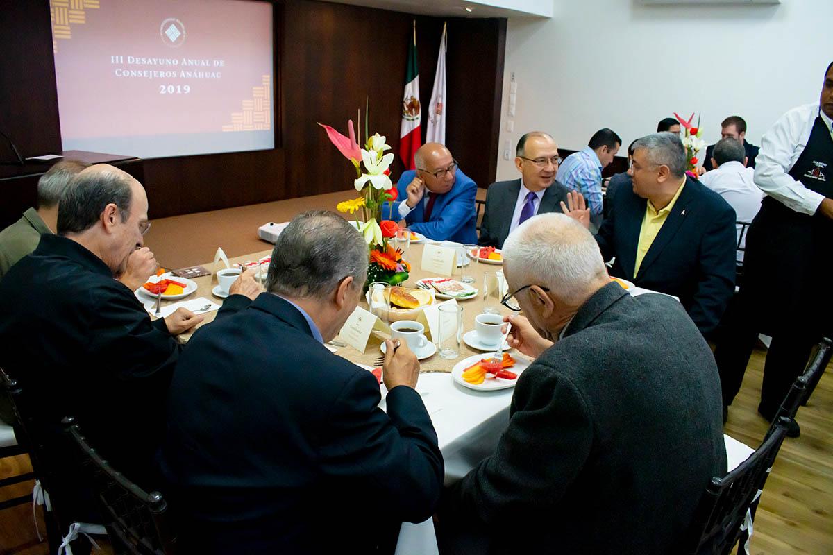 2 / 6 - III Edición del Desayuno para Consejeros Consultivos Anáhuac