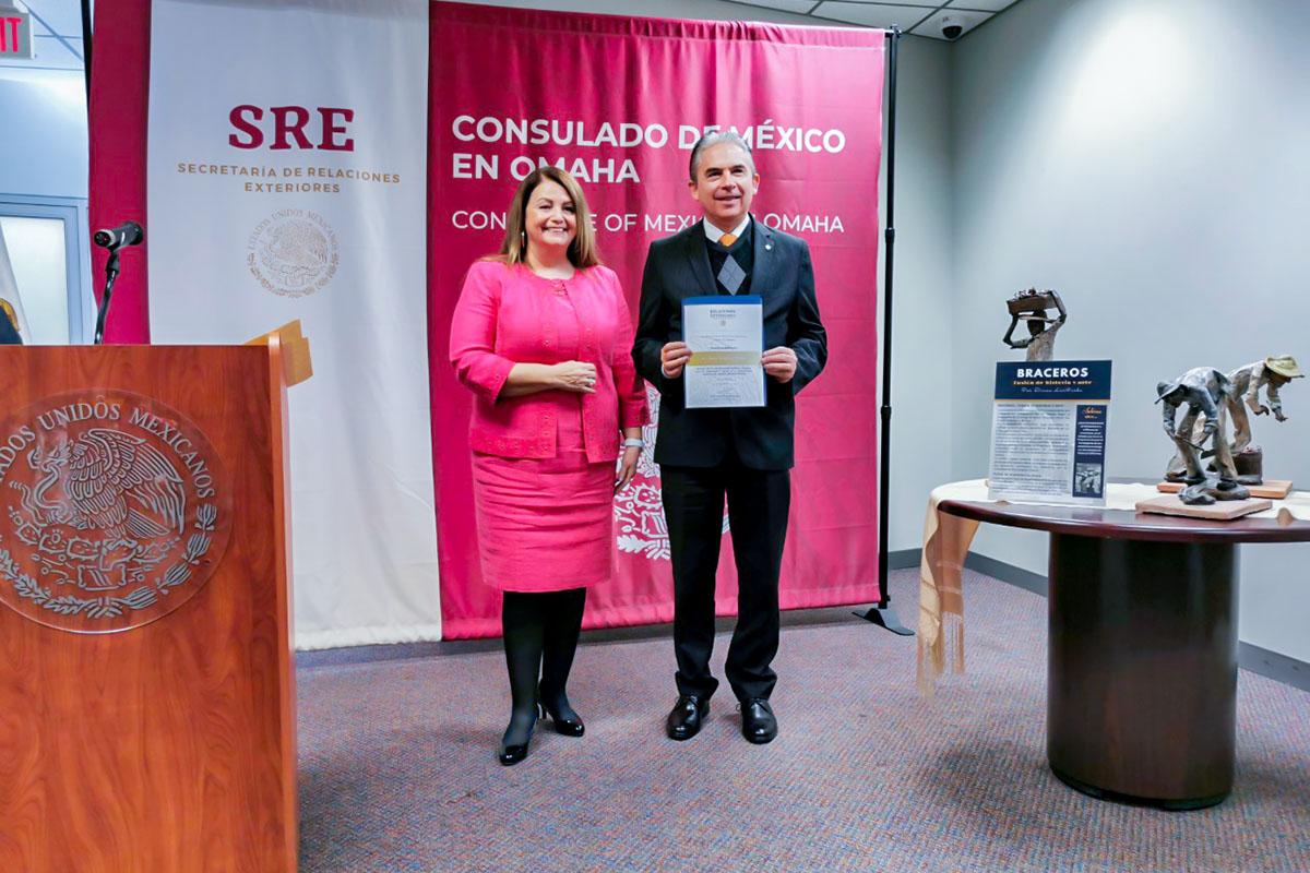 El Consulado de México en Omaha entrega Reconocimiento al Dr. Luis Linares Romero