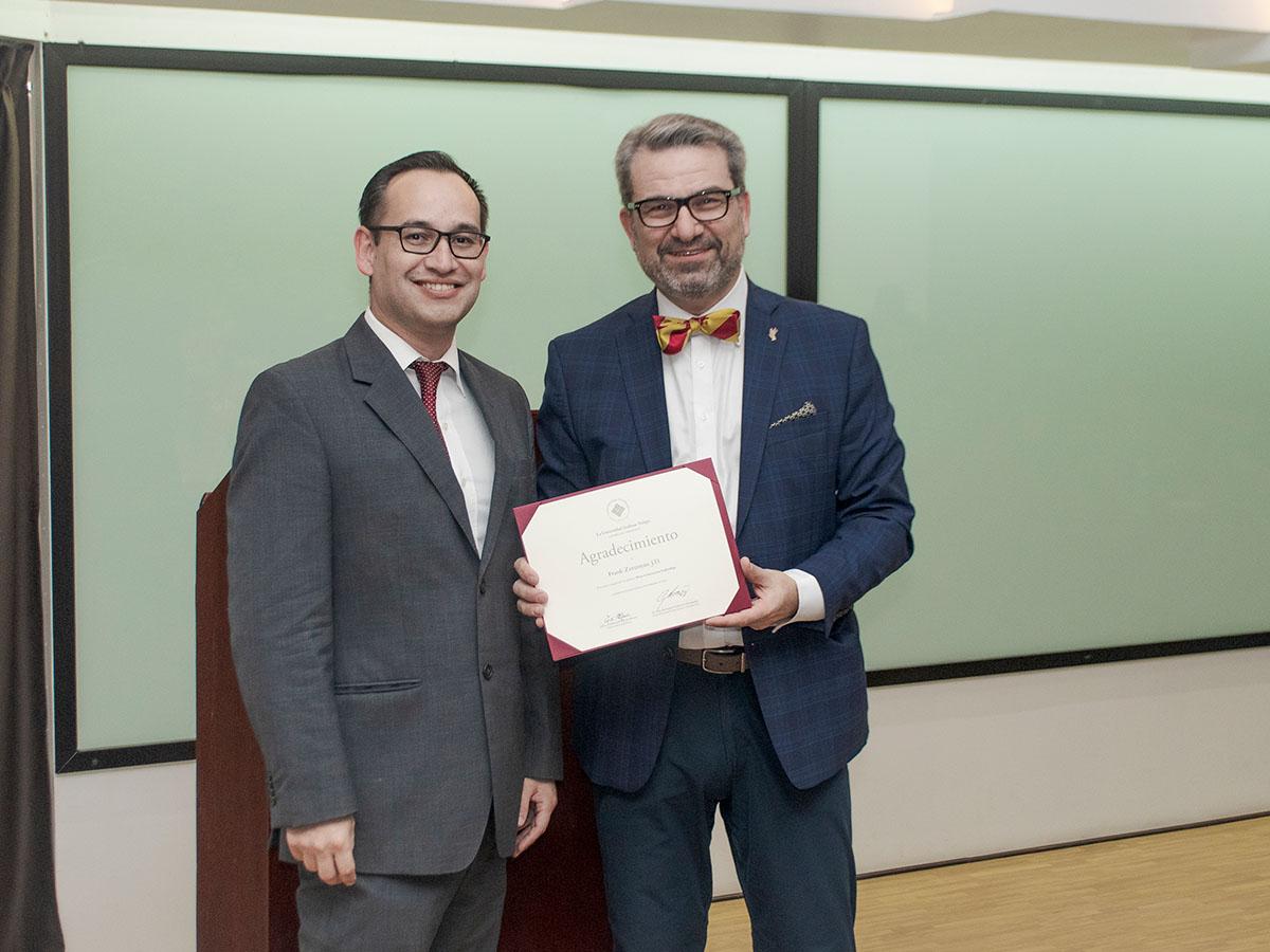 4 / 4 - Dr. Frank Zerunyan en la Universidad Anáhuac Xalapa