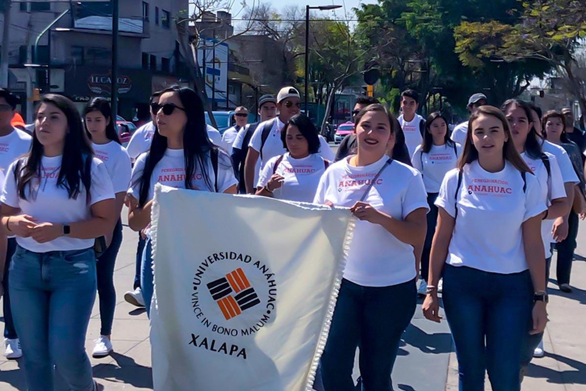 1 / 5 - Jóvenes Universitarios Anáhuac a los Pies de la Guadalupana