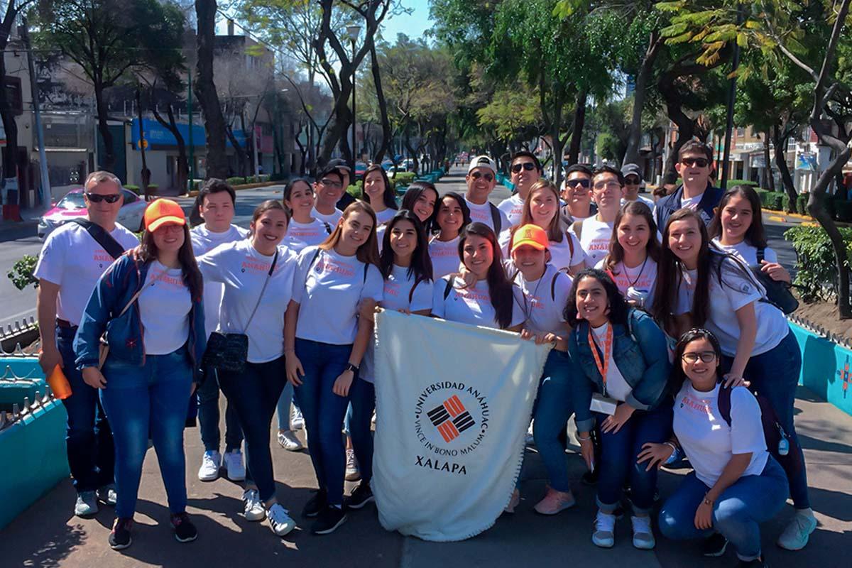 2 / 5 - Jóvenes Universitarios Anáhuac a los Pies de la Guadalupana
