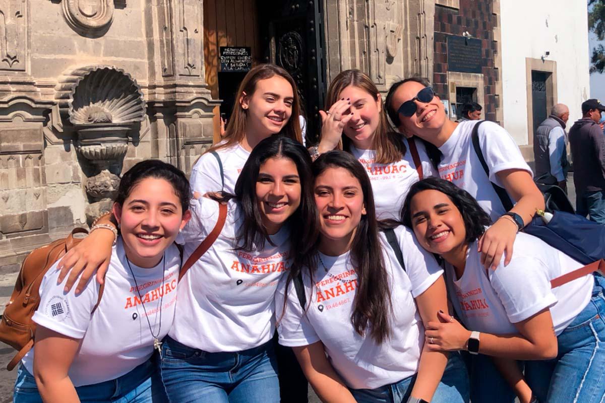 4 / 5 - Jóvenes Universitarios Anáhuac a los Pies de la Guadalupana