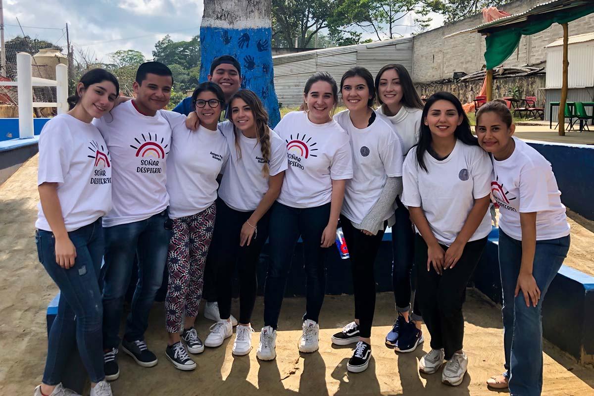 1 / 7 - Grupo Soñar Despierto de Visita en la Escuela las Maravillas