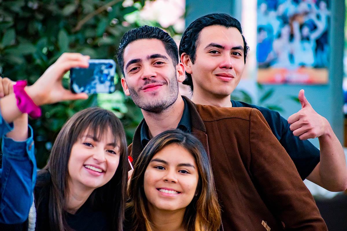 2 / 11 - Amor y Amistad 2020