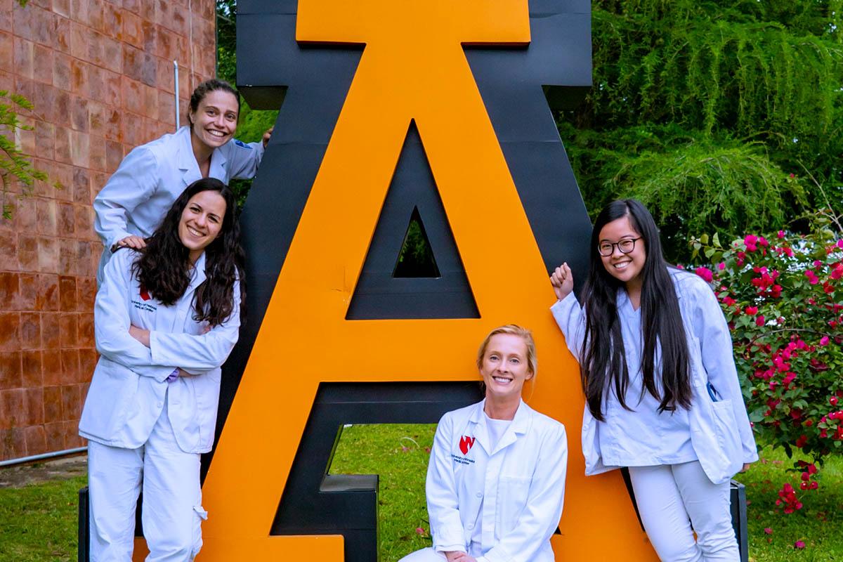 2 / 5 - Despedida de Alumnas Visitantes del University of Nebraska Medical Center