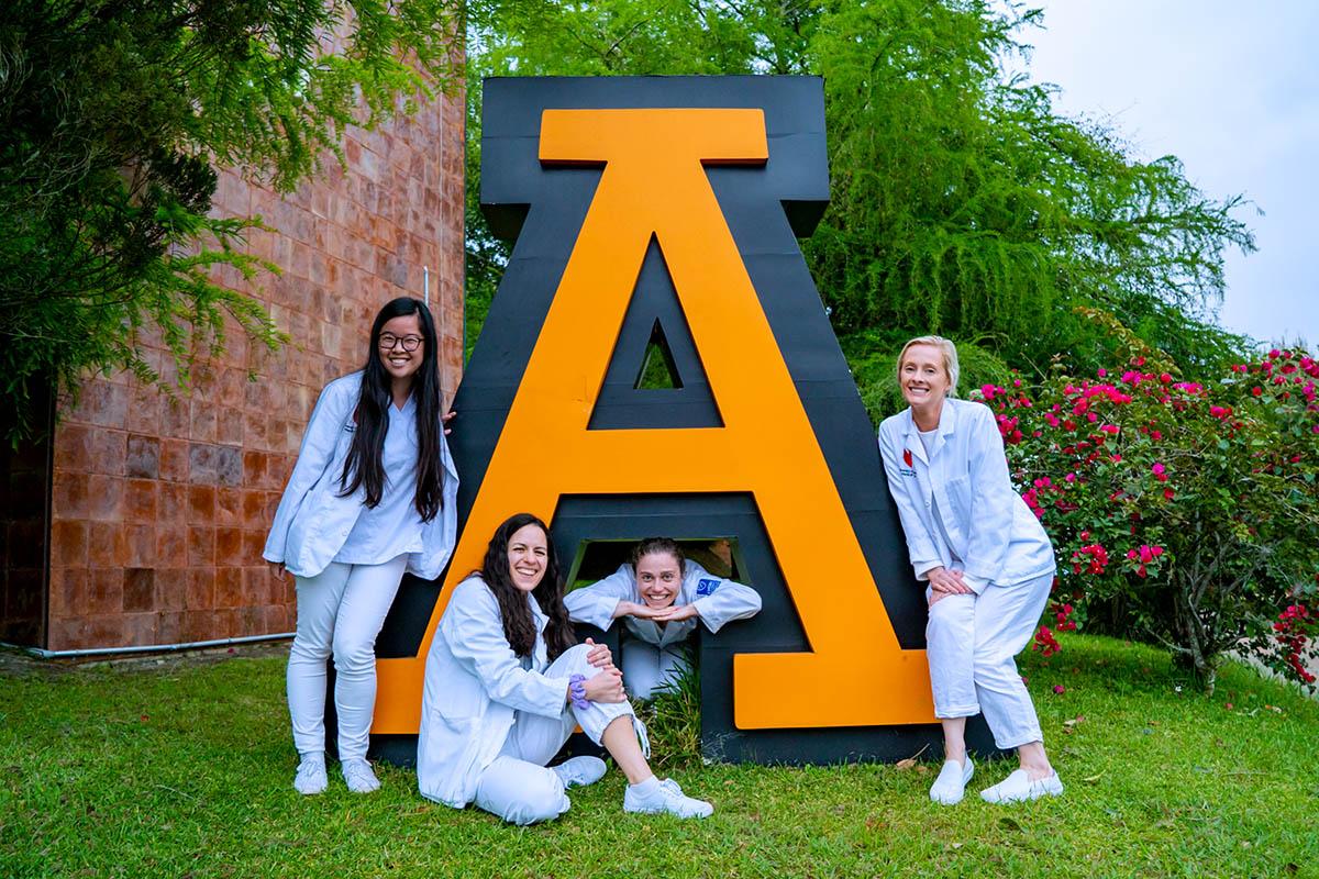 3 / 5 - Despedida de Alumnas Visitantes del University of Nebraska Medical Center