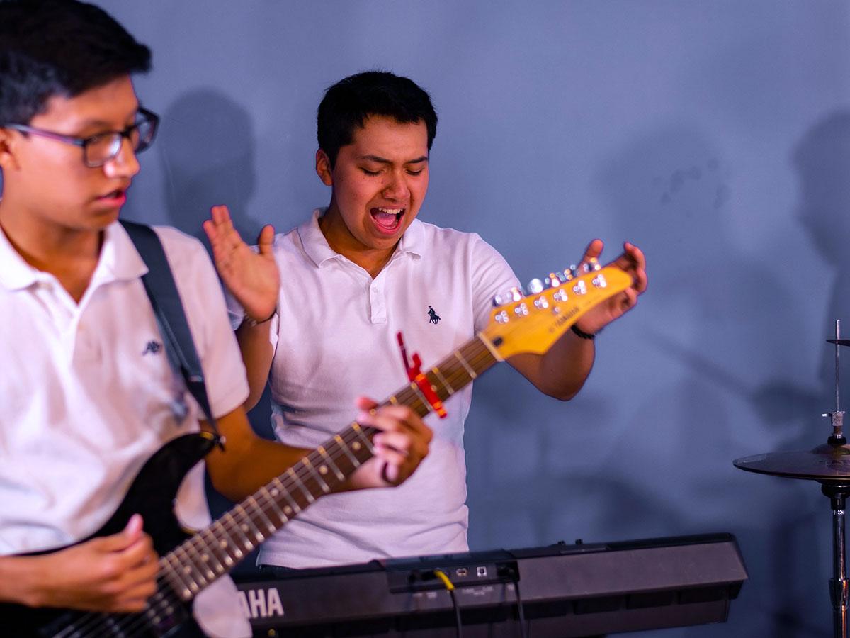 8 / 11 - Prepa Anáhuac Xalapa Obtiene el 2do Lugar en Interpretación y Composición Musical en el PIBA
