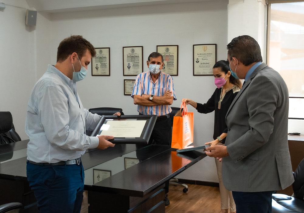4 / 6 - Reconocimiento al Lic. Juan Bosco Pérez Acasuso