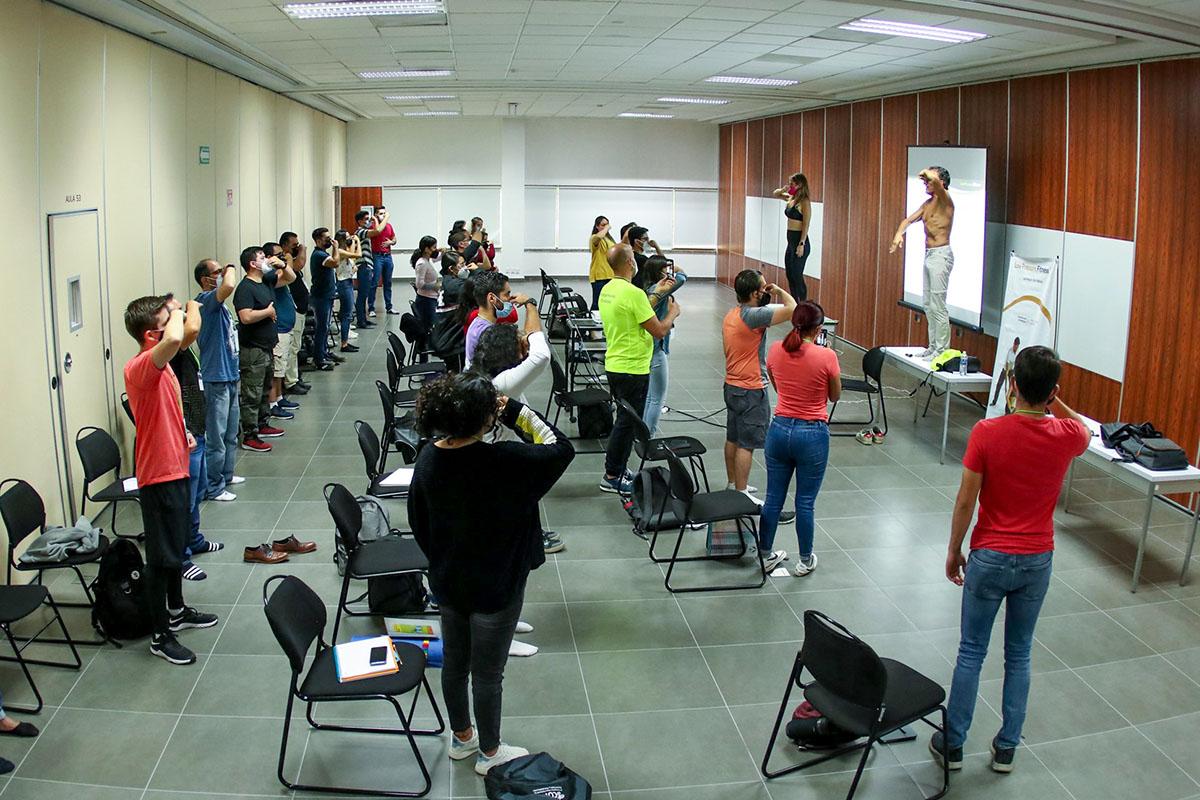 2 / 6 - Alumnos de Terapia Física y Rehabilitación Asisten a Congreso Internacional COFIR