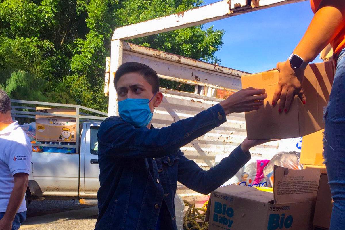 3 / 6 - Despensas e Insumos se Entregaron a Comunidades Afectadas por el Huracán Grace
