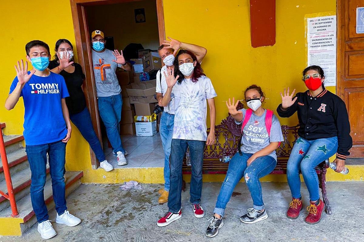 4 / 6 - Despensas e Insumos se Entregaron a Comunidades Afectadas por el Huracán Grace