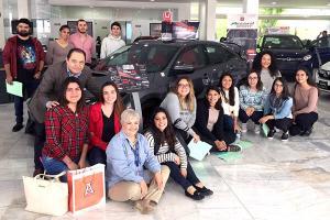 Alumnos de Mercadotecnia y Administración visitaron Honda Xalapa