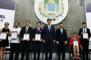 Docente obtiene Premio Estatal de la Juventud 2018