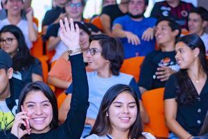 La Escuela de Comunicación y Dirección de Empresas de Entretenimiento inicia la Serie «Plática con un Experto» con la presencia de Javier Brocado