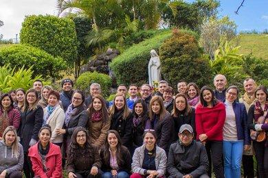 La Comunidad Anáhuac en oración ante la Virgen de Guadalupe
