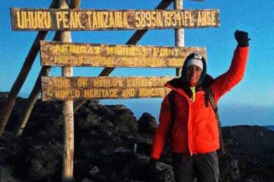 Alumna de Administración asciende el Monte Kilimanjaro
