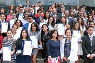 Red de Universidades Anáhuac en el TOP-3 nacional de Premios CENEVAL