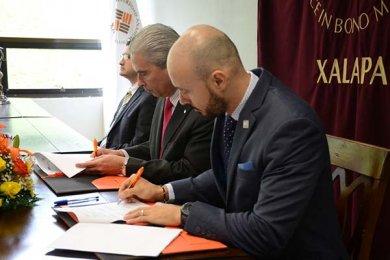 Firma Universidad Anáhuac convenio de colaboración con el SAT