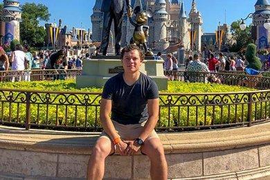 Exitoso Representante de Ingeniería Mecatrónica en Disney ICP