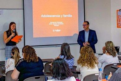 Conferencia Adolescencia y Familia
