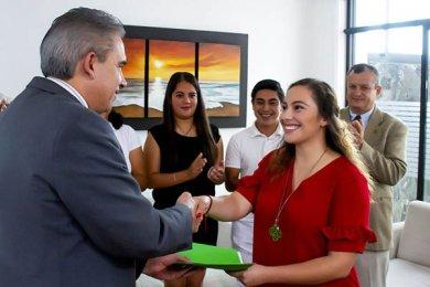 Entrega de Acta a Presidenta Electa FESAL