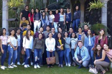 Alumnos realizan Visita Empresarial a Mole Xiqueño
