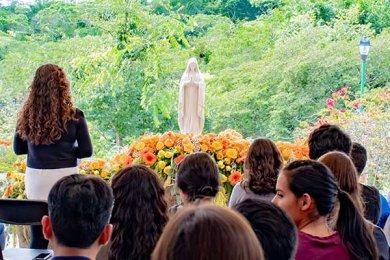 GAUDIUM y FESAL Organizan el Primer Rosario Universitario