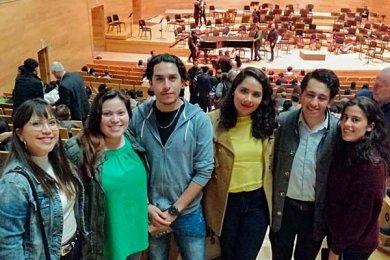 Alumnos de Dirección de Empresas de Entretenimiento visitan el Backstage de la OSX